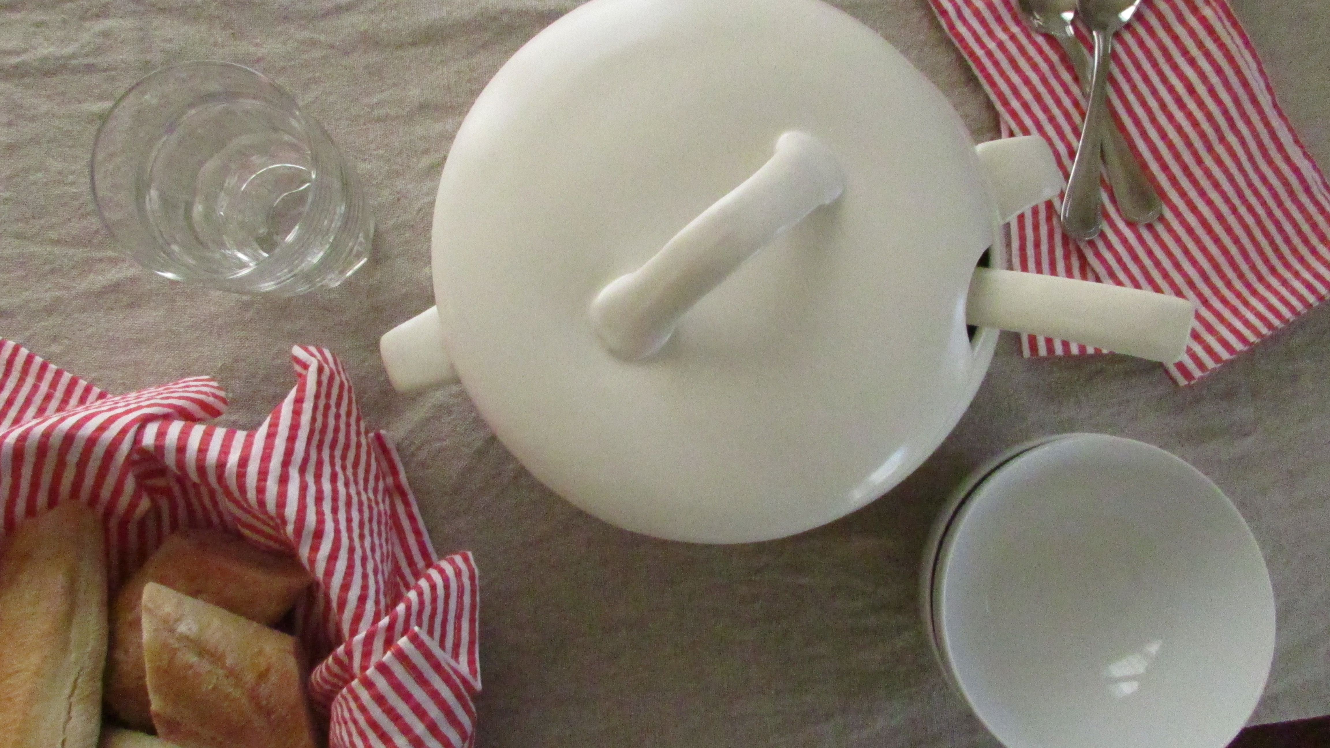 Soup tureen and bread